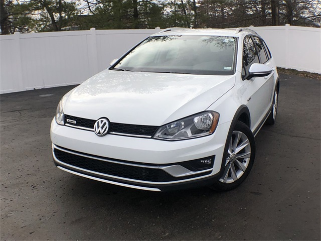 Certified Pre-Owned 2017 Volkswagen Golf Alltrack TSI S